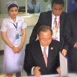During his activities in Lao PDR, Secretary-General Bank Ki-Moon visited a community-based drug treatment centre in Sisattanak District Hospital in Vientiane together with UNODC and Government officials. Photo: UNODC